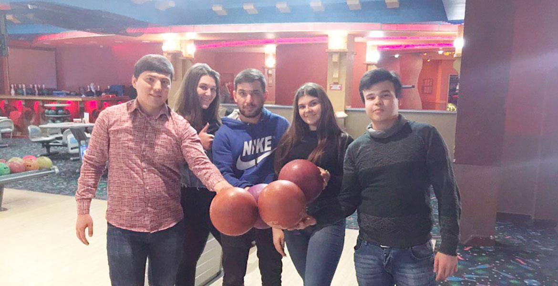 Участие в турнире по боулингу
